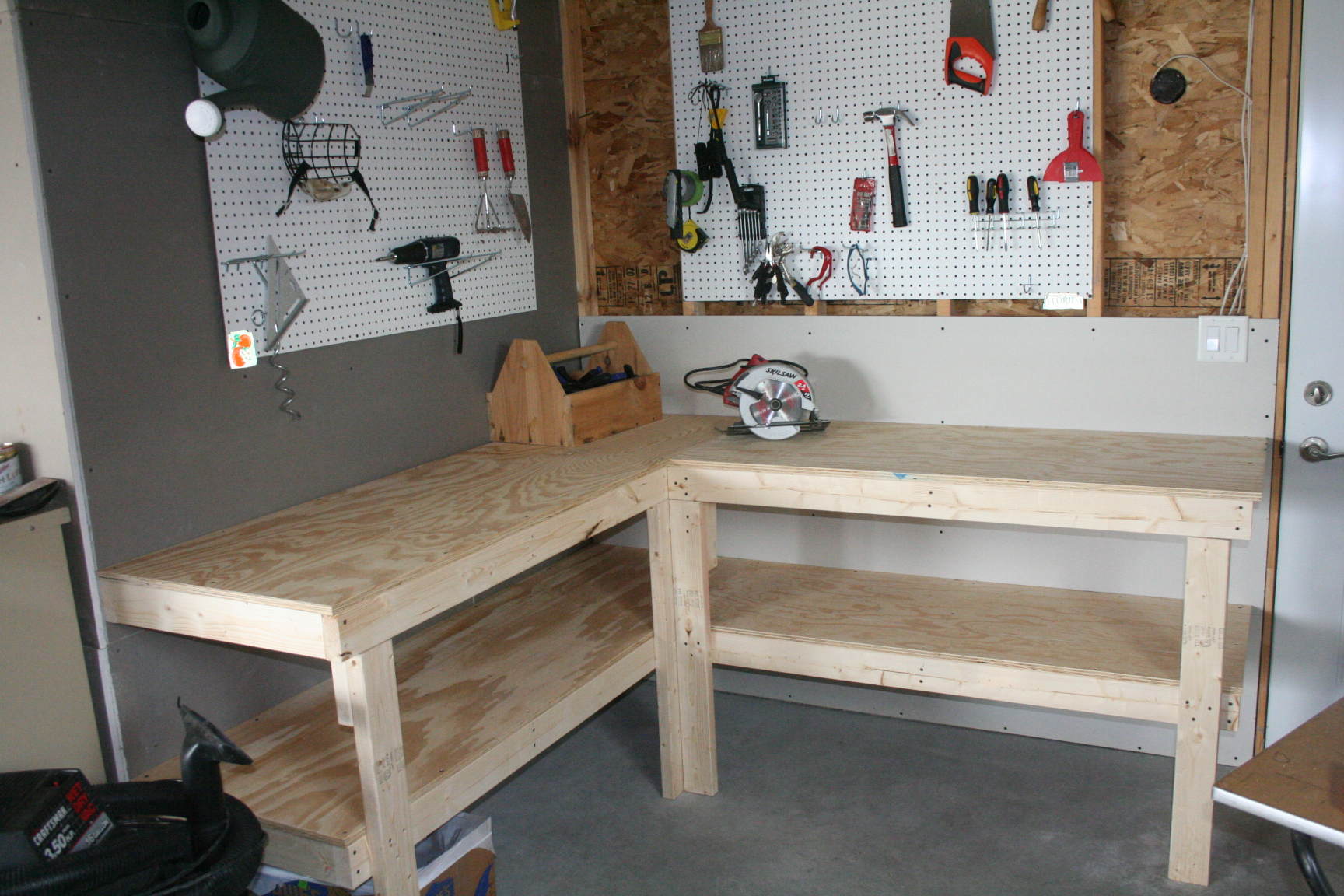 Wood free l shaped workbench plans pdf plans for Diy garage plans